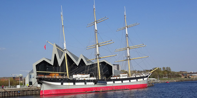 Attribution: Rosser1954   Licence: CC 4.0 https://creativecommons.org/licenses/by-sa/4.0/deed.en  Source: https://commons.wikimedia.org/wiki/File:The_Glenlee_Tallship_berthed_at_the_Riverside_Museum,_Glasgow.jpg
